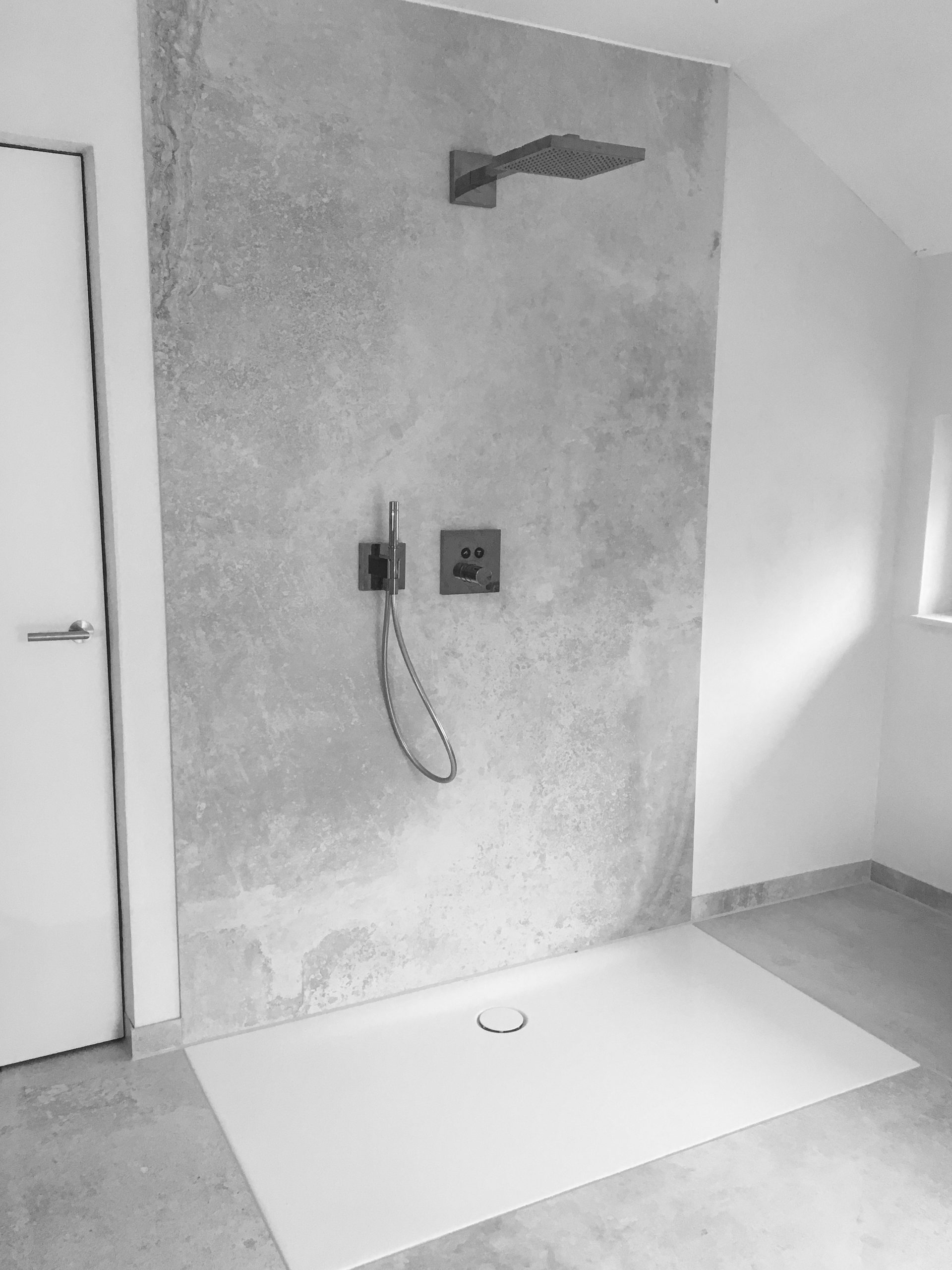 Moderne Dusche im Design Badezimmer